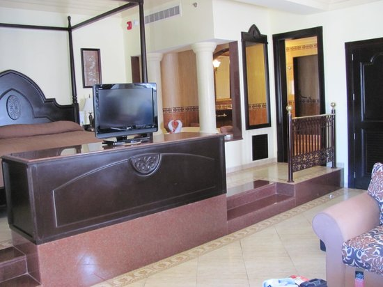 Hotel Riu Guanacaste: This was our suite.
