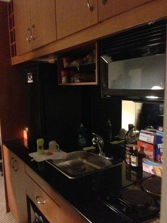 One King West Hotel & Residence: Cozinha