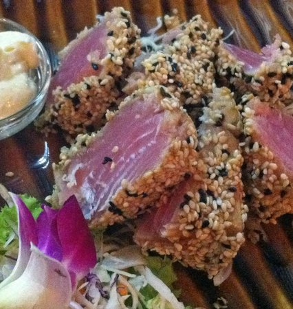 Maya cuisine & Lounge by Jeanette: Sesame crusted Tuna
