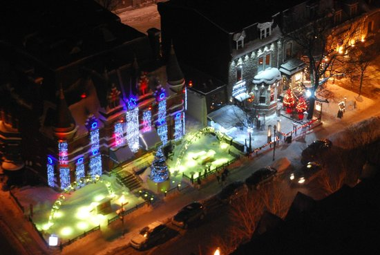 Hotel Le Concorde Quebec: Night view from room (top floor)
