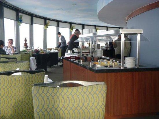 Hotel Le Concorde Quebec: Revolving restaurant