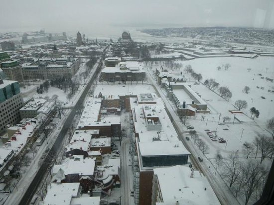 Hotel Le Concorde Quebec: View from revolving restaurant