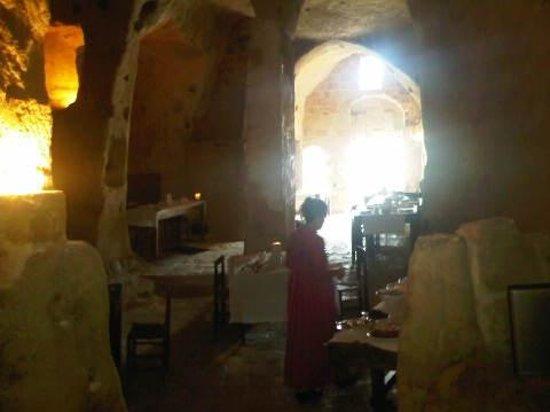 Sextantio Le Grotte della Civita: Colazione nell'antica chiesa rupestre