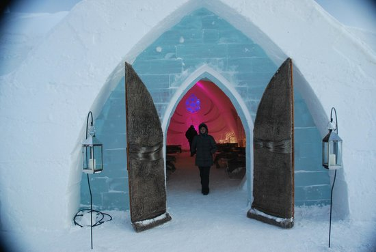 Hotel de Glace: entry to the chapel