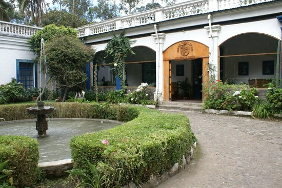 Hacienda Pinsaqui: Front entry