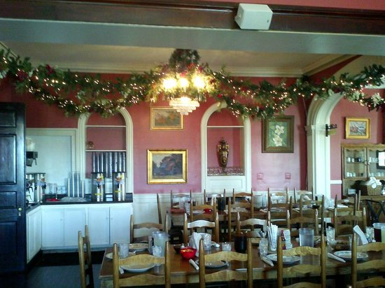 Christmas decorations picture of monell 39 s at the manor for Dining nashville tn