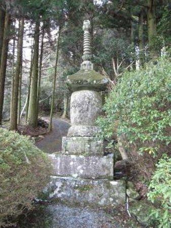 Futagoji Temple: 国東塔