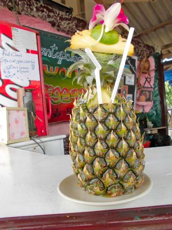 Lanta Palace Resort & Beach Club: PineApple - with Sex on the Beach...