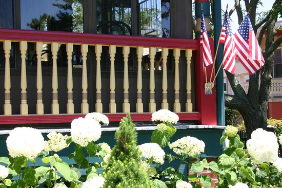 Albert Stevens Inn: New landscaping