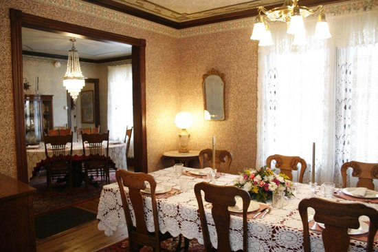 Albert Stevens Inn: Main dining rm