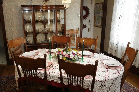 Albert Stevens Inn: Second dining room