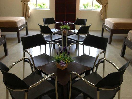 Borneo Cove Hotel: Dormitory Reading Table