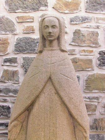 Pousada de Braganca São Bartolomeu: São Bartolomeu, estátua na entrada da Pousada
