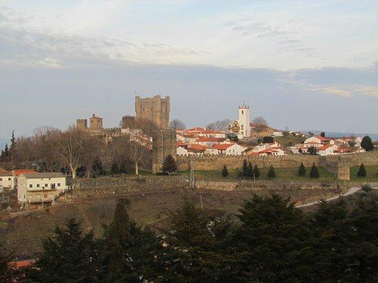 Pousada de Braganca São Bartolomeu: Vista diurna do Castelo de Bragança
