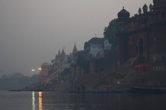 Suryauday Haveli - An Amritara Resort: Evening view of the ghats from the Ganga