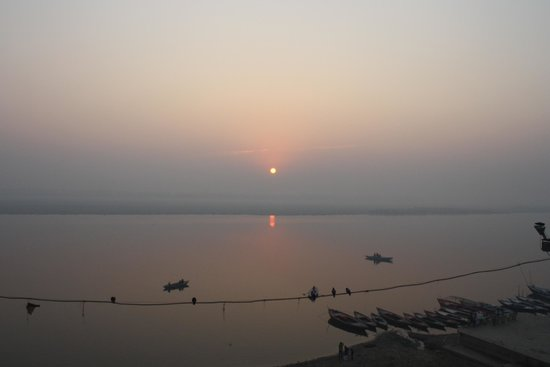 Suryauday Haveli - An Amritara Resort: Sunrise from the hotel