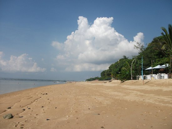 Villa Puri Ayu: beach area