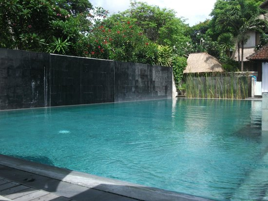 Villa Puri Ayu: waterfall & pool area