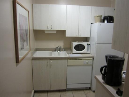 Palm Canyon Resort & Spa: kitchen
