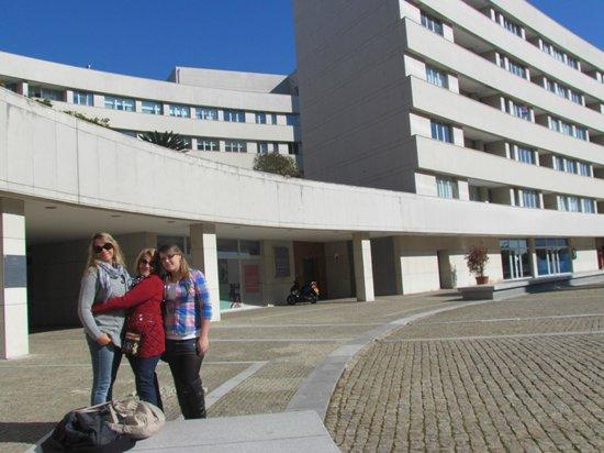 Mercure Porto Gaia: Vista externa do hotel, situado em um complexo com shopping, escritórios e outros