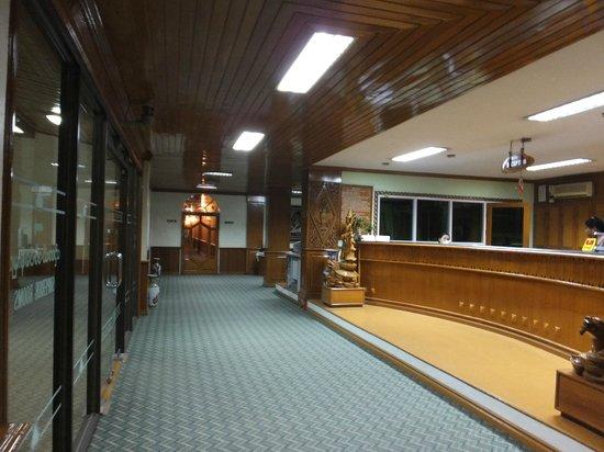 Zegyo Hotel Mandalay: ロビー・受付 3階です