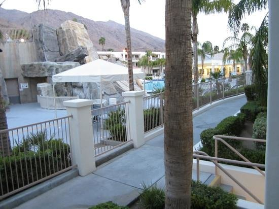 Palm Canyon Resort & Spa : view from patio