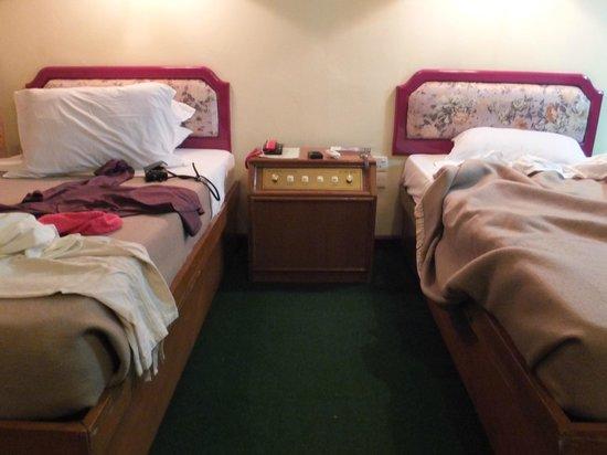 Zegyo Hotel Mandalay: 部屋内部③