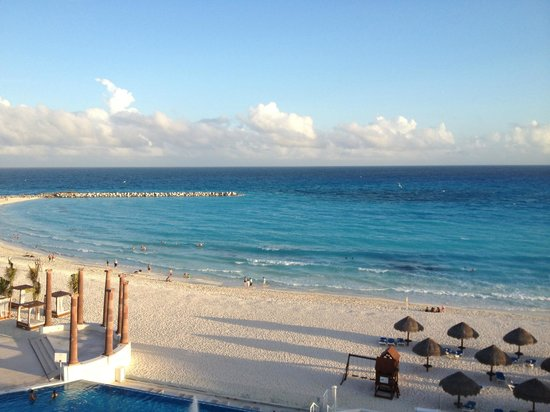 Krystal Cancun: view from room's balcony (no zoom) you are just that close