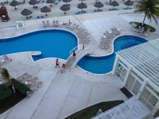 Krystal Cancun: pool area, view from room's balcony