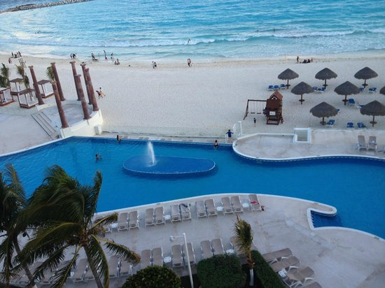 Krystal Cancun: pool area view from our room's balcony
