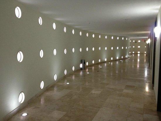 Krystal Cancun: hallway outside our room