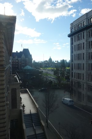 Magnolia Hotel And Spa: Daytime view of Parliament from window - even better at night!!!