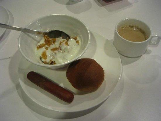 Hotel Sunbee: Breakfast