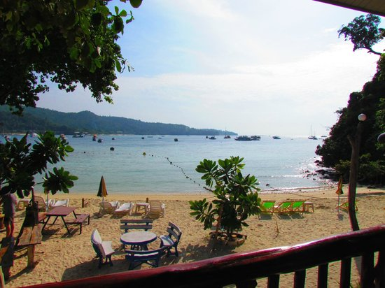 Phi Phi Popular Beach Resort: View from the verandah over the bay