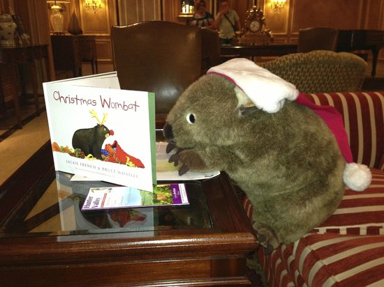 Sir Stamford at Circular Quay Hotel Sydney: Morris reading in the lobby