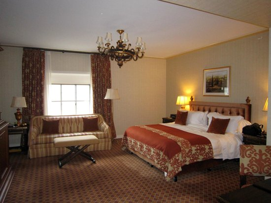 The St. Regis Washington, D.C.: Nice large room, high ceilings which seem standard in historic hotels.