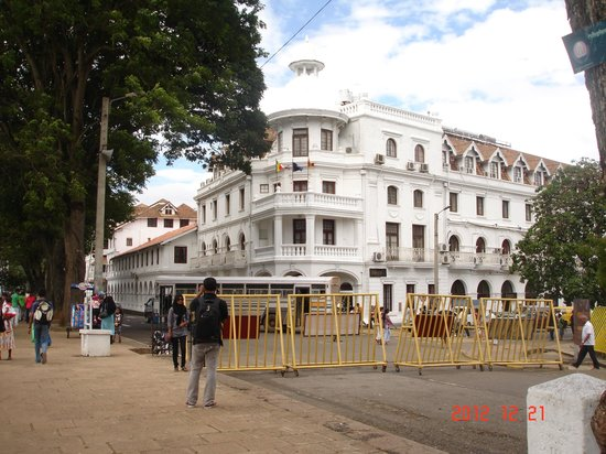 Queens Hotel Kandy: Exterior