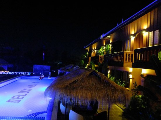 Delux Villa: Piscine et chambres