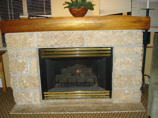 Tyndall Stone Lodge: Fireplace