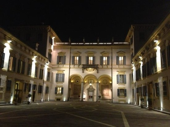 Hotel Villa San Carlo Borromeo: Villa di notte
