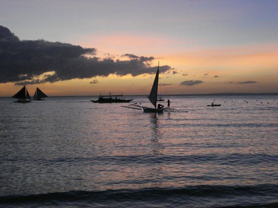 Artista Beach Villas: sunset from the beachbar