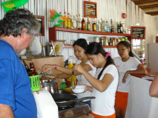 Artista Beach Villas: Our cooking lesson with the girls