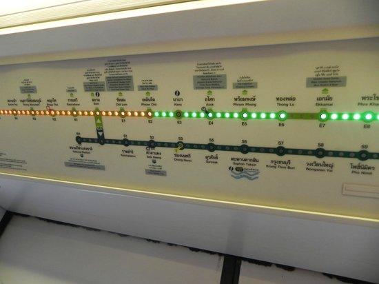 รถไฟฟ้า BTS: The SkyTrain may have LEDs imbedded into the maps...
