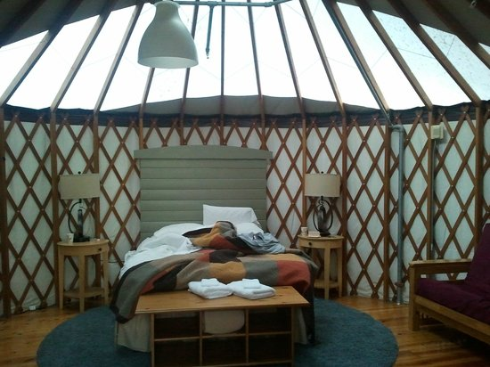 Treebones Resort: Inside of the yurt by day