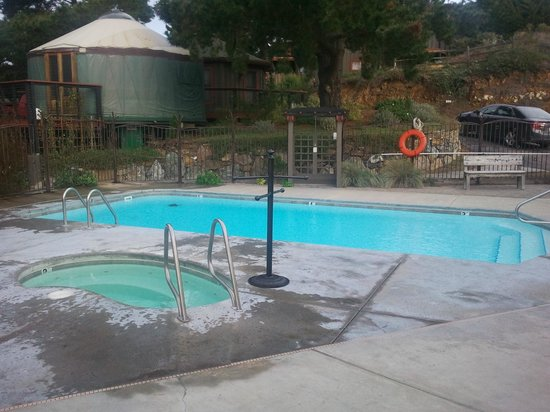 Treebones Resort: Pool and hot tub