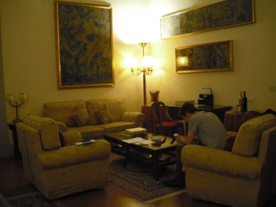 Palazzo Magnani Feroni: sitting room