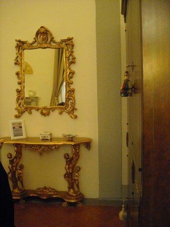 Palazzo Magnani Feroni: console and mirror