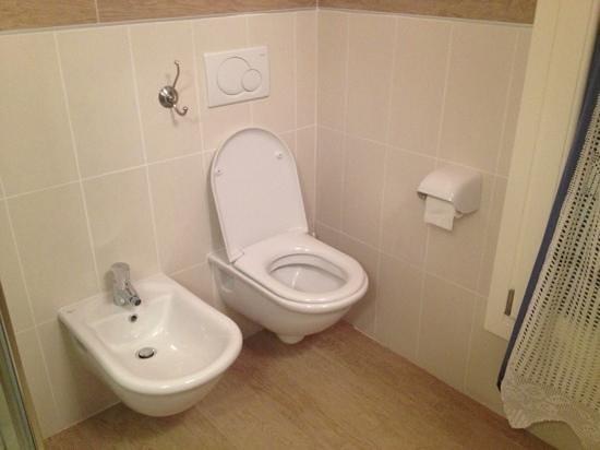 Villa Myosotis :                   bathroom