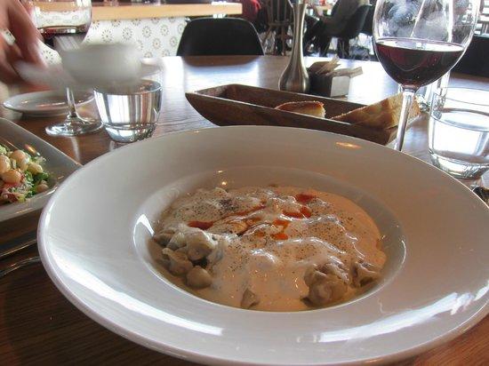 İstanbul Modern Cafe & Restaurant: Manti -- Turkish ravioli