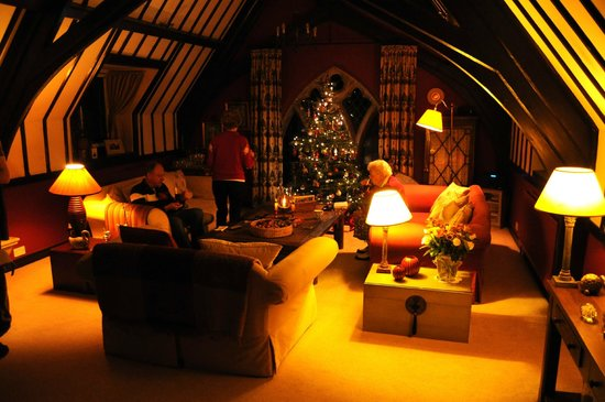 The Old School Bed and Breakfast: The sitting room, dressed up for Christmas.